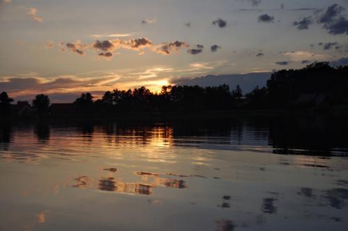 coś z lamusa; jezioro z rodzinnych stron #jezioro #ZachódSłońca #niebo #woda #Lubięcin #ZiemiaLubuska