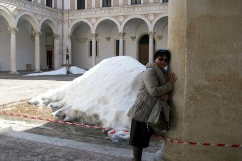 Włochy,Urbino,średniowiecze z renesansem i śnieg po lutowych opadach,ale w marcu.