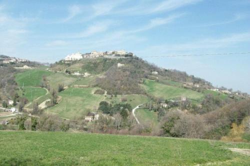 Włochy,Cingoli;o,czas średniowiecza.