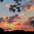 witam Was takim pięknym zachodem słońca ... jeszcze kilka dni i wrócę tu na dłużej ... dziekuję wszystkim za odwiedziny, pozdrawiam serdecznie :))) #lato #NaNiebie #NaWsi #słońce #zachód