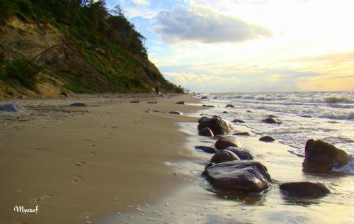 Witam po urlopie:) na fotce wybrzeże z pięknym klifem, z plaży w Wisełce