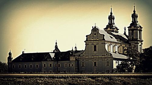 Kościół Na Skałce w Krakowie, w porannym słońcu