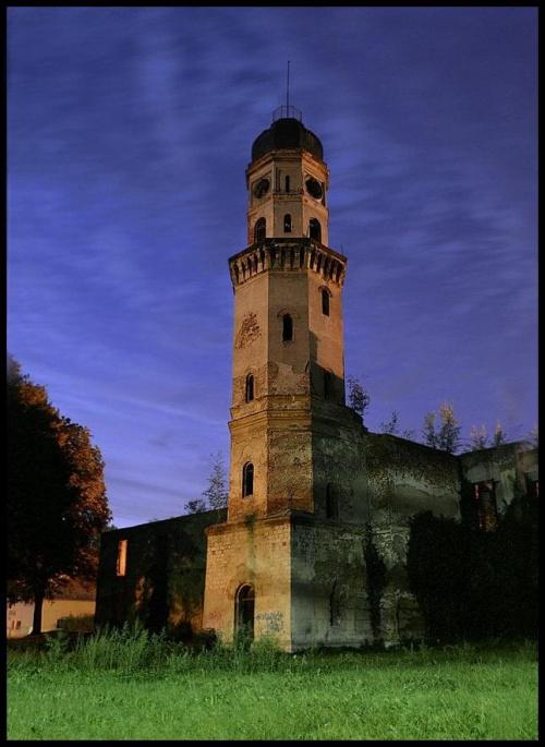 Wieża Strzeleckiego - parkowego zamku. #StrzelceOpolskie #zamek #wieża