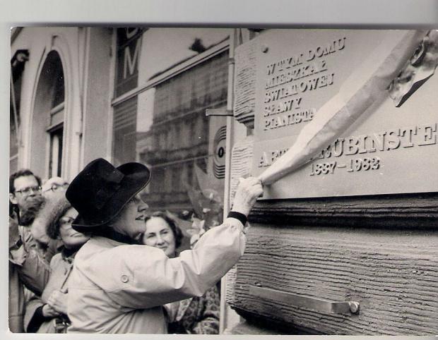 Odsłonięcie tablicy poświęconej Arturowi Rubinsteinowi w kwietniu 1984 roku