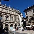 Pałac Maffei i lew na placu Erbe #Adyga #Arena #balkon #Bazylika #Julii #miasto #Most #Romea #rzeka #Szekspir #Veneto #Verona #Werona #Włochy