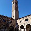 Dom Romea (Casa di Romeo) - budynek usytuowany jest przy Via Arche Scaligere, nieopodal Piazza dei Signori. #Adyga #Arena #balkon #Bazylika #Julii #miasto #Most #Romea #rzeka #Szekspir #Veneto #Verona #Werona #Włochy