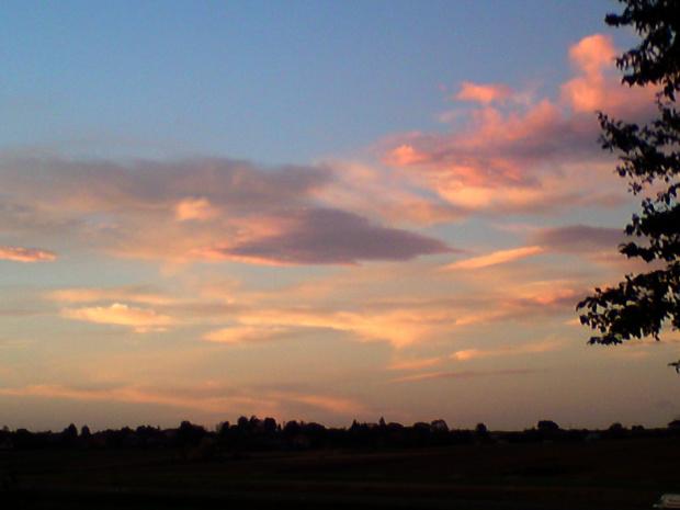 chmura w kształcie latającego spodka #chmura #kształt #spodek #ufo