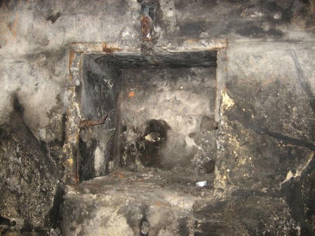 Wnętrze bunkra, miejsce po jakichś urządzeniach elektrycznych #bunkier #TwierdzaKraków