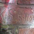 Niektóre podpisy na cegłach są dobrze widoczne #bunkier #TwierdzaKraków