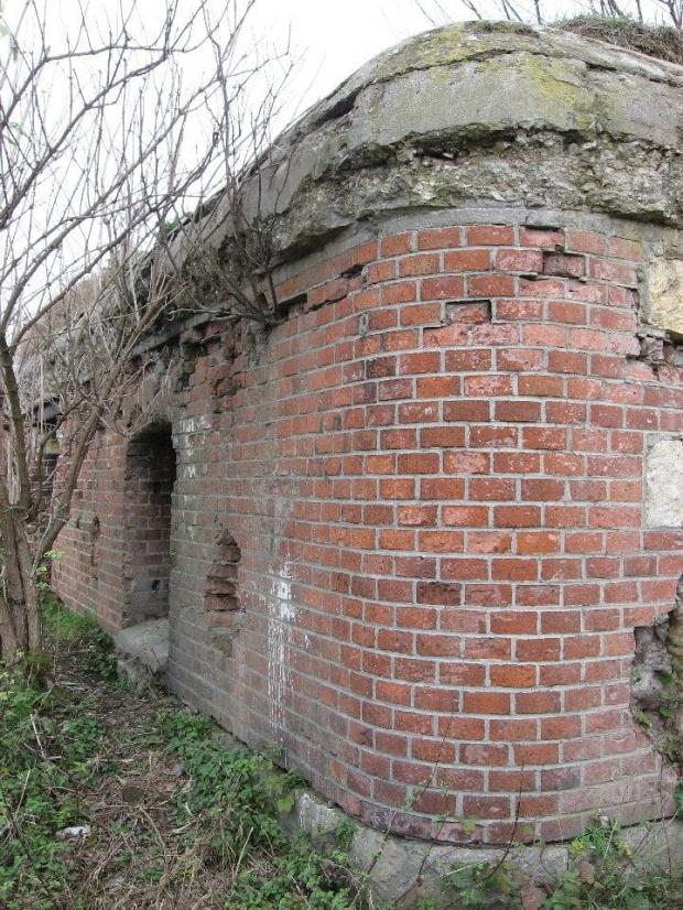 Narożnik i widoczny betonowy strop #bunkier #TwierdzaKraków