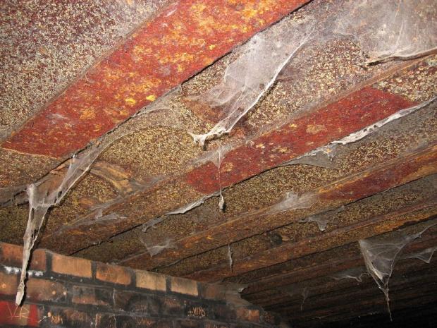 Stalowe wzmocnienie stropu bunkra #bunkier #TwierdzaKraków