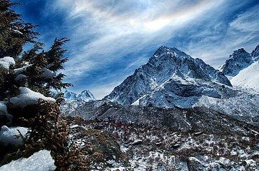 widok ze szlaku #góry #Himalaje #ludzie #natura #Nepal #przyroda