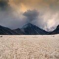 Zdjecie uzupelniajace do fotki http://www.fotosik.pl/pokaz_obrazek/67aff6074dc742cb.html , mala pustynia w dolinie, prawdopodobnie pozostalosc po lodowcu #gory #Himalaje #ludzie #natura #Nepal #przyroda