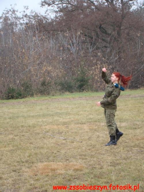 Listopadowe zgrupowanie klas wojskowych- rzut granatem do celu #Sobieszyn #Brzozowa #KlasyWojskowe #ZespółSzkółWSobieszynie