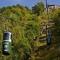 Wagoniki są odwzorowane na kosze do zbioru winogron. #KolejkaLinowa #Kolejka #Wyciąg #SassoDelFerro #Włochy #góry
