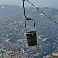 Wagoniki są odwzorowane na kosze do zbioru winogron (otwarty). #KolejkaLinowa #Kolejka #Wyciąg #SassoDelFerro #Włochy #góry