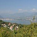 Widok z kolejki linowe na jezioro Maggiore #KolejkaLinowa #Kolejka #Wyciąg #SassoDelFerro #Włochy #góry