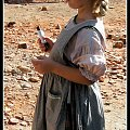 zmęczona dziewczynka dostala batona #film #wojna #ZdjęciaEksponaty