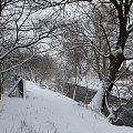 zima nie odpuszcza ... to jest moja Chomiąża, miejsce do którego ciągle wracam :) malutka wieś, tuż nad czeską granicą ... za rzeką, którą widać na zdjęciu są już Czechy :) pozdrawiam Was cieplutko :)) #Chomiąża #święta #Wielkanoc