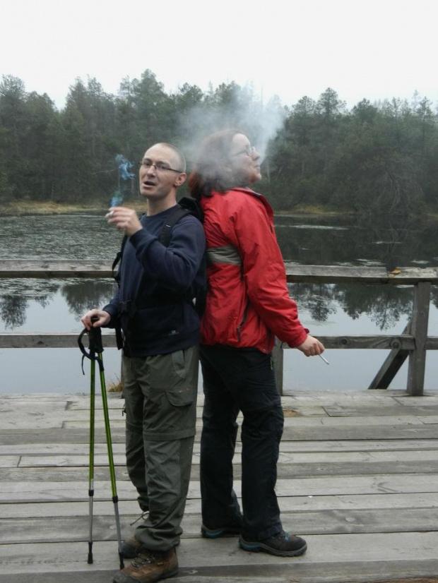 Ciepłym dymem rozpędzić zimną chmurę?... #mgła #dym #chmura
