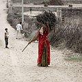 Uliczka w małej wiosce #Indie #ludzie