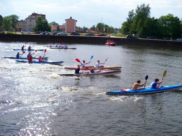 Zawody kajakowe na rzece Elbląg